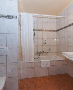 bathroom de luxe room